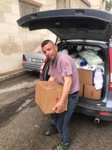 Lebensmittelverteilung für syrische Flüchtlinge in Zeltständten im Libanon durch die Spenden von Himmelsperlen International